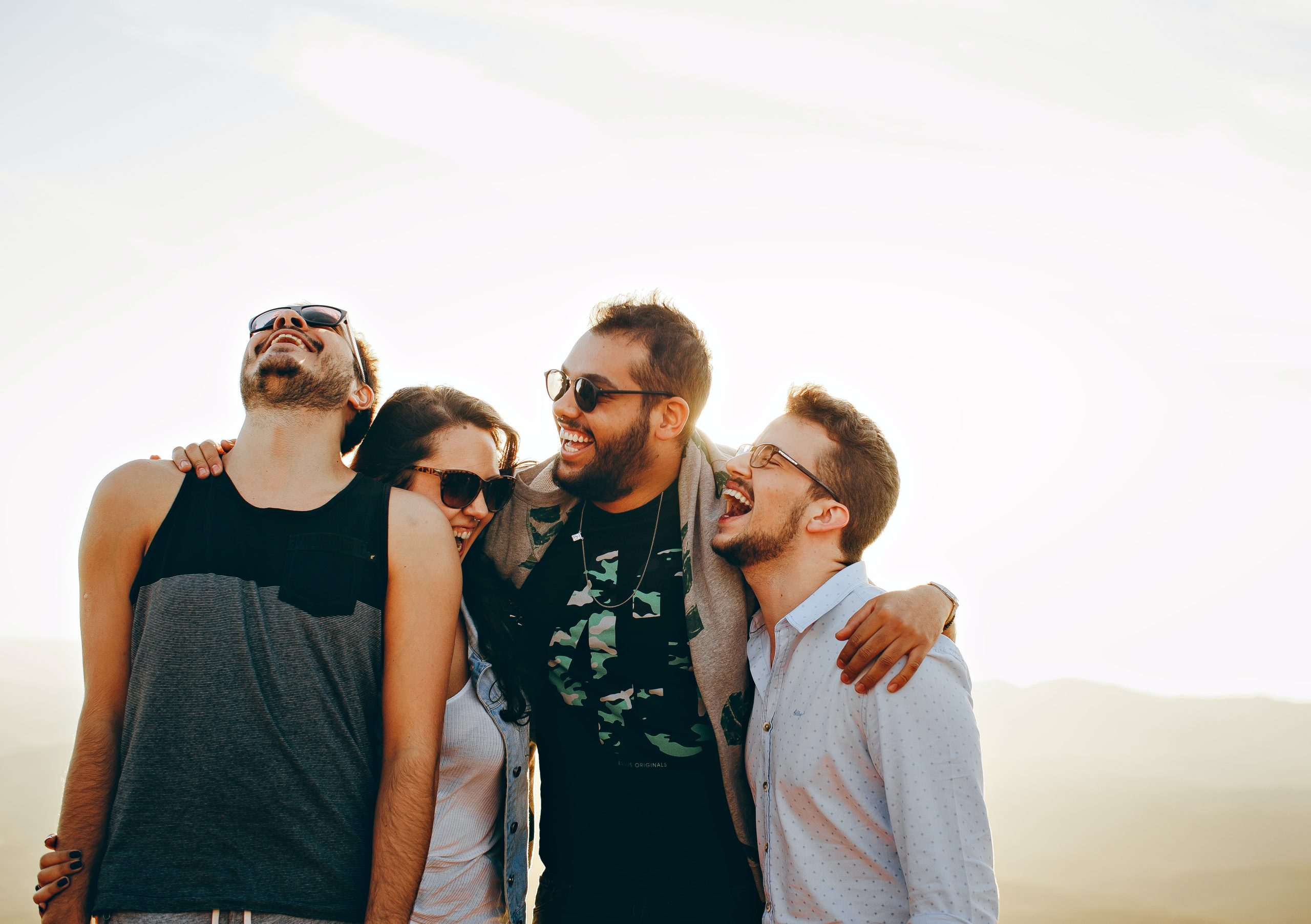ser feliz con tus amigos pasarlo bien despues de la cuarentena causada por el coronavirus covid19 en 2020